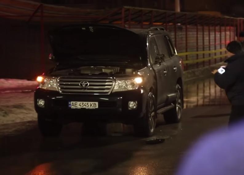 Замах у Дніпрі 29 січня 2019 р. На фото Toyota Land Cruiser, у яку влучили з гранатомета