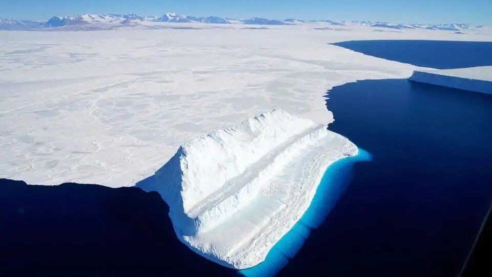 ''Процесс уже запущен'': ученые предупредили о таянии самого опасного ледника  photo