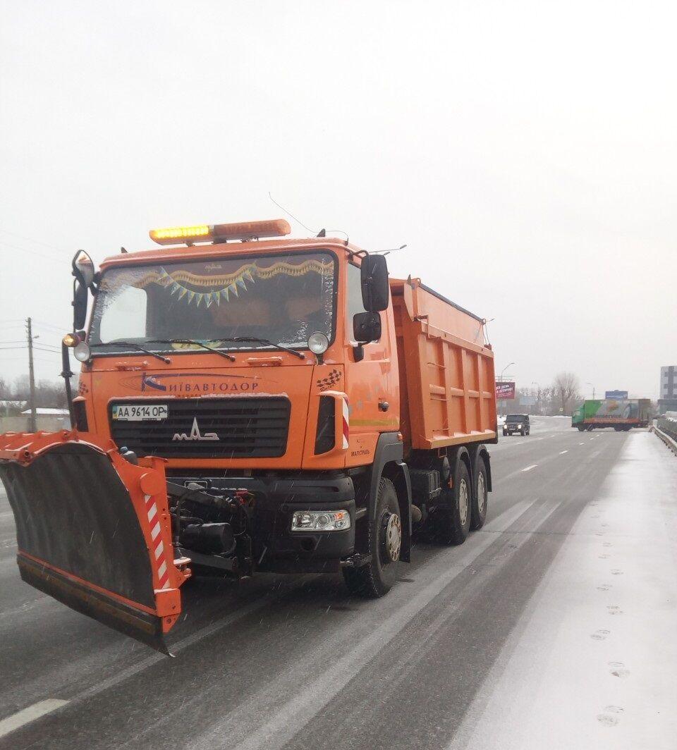 """Из-за снегопадов """"Киевавтодор"""" работает в усиленном режиме"""