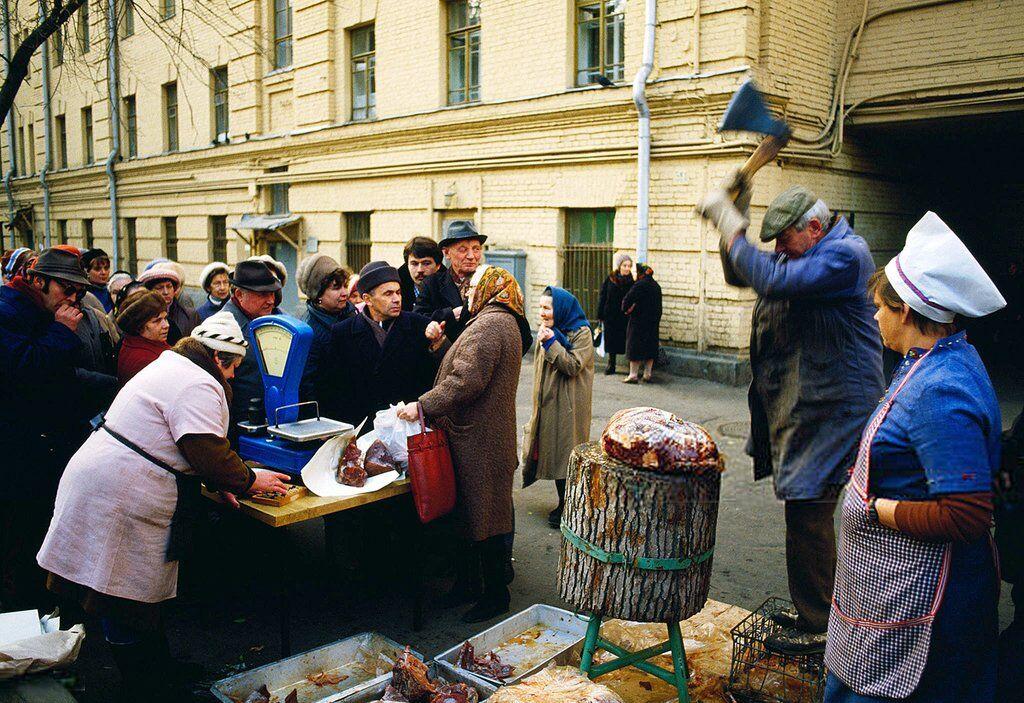 Білоруський блогер Максим Мирович порівняв середні зарплати радянського періоду та сьогодення й дійшов висновку, що в СРСР жилося куди бідніше, ніж зараз