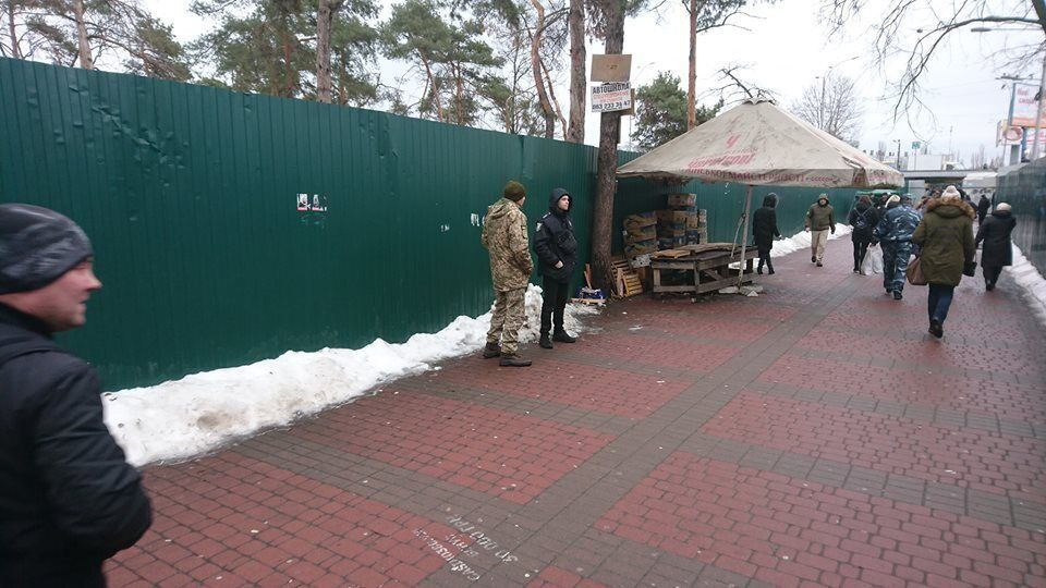 Военкомы и полиция поджидают призывников возле станций метро