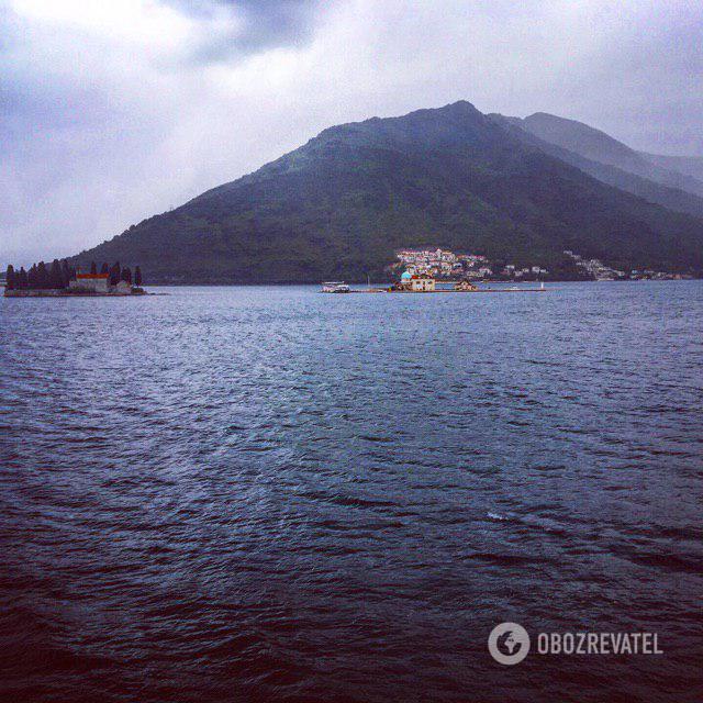 Острівці із соборами в Перасті