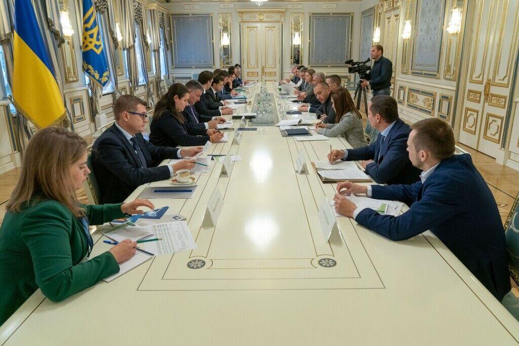 Зеленский провел совещание по банковскому кредитованию