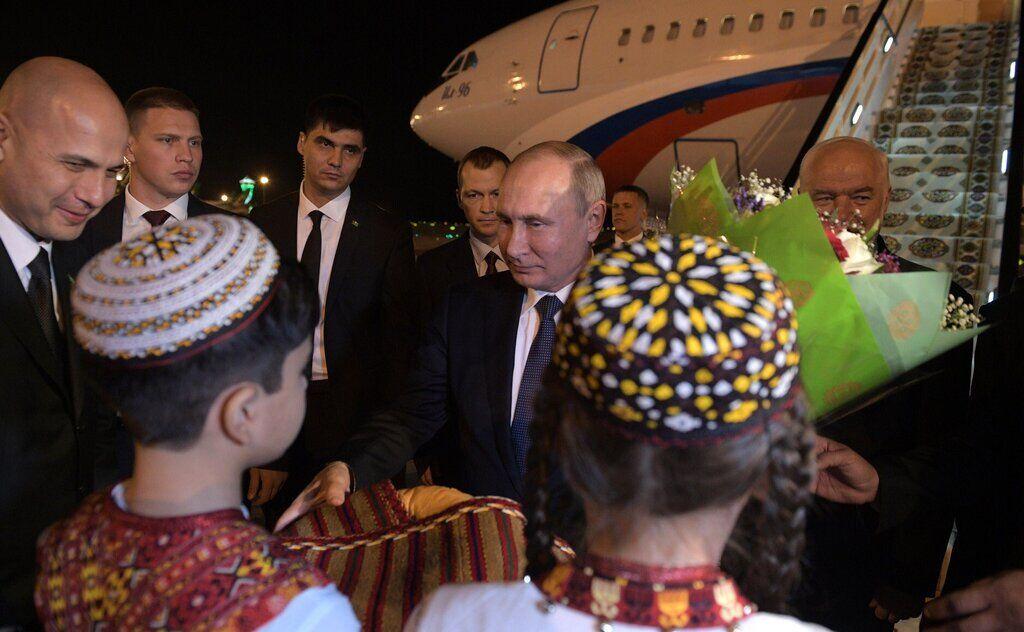 Путін прибув до Туркменістану