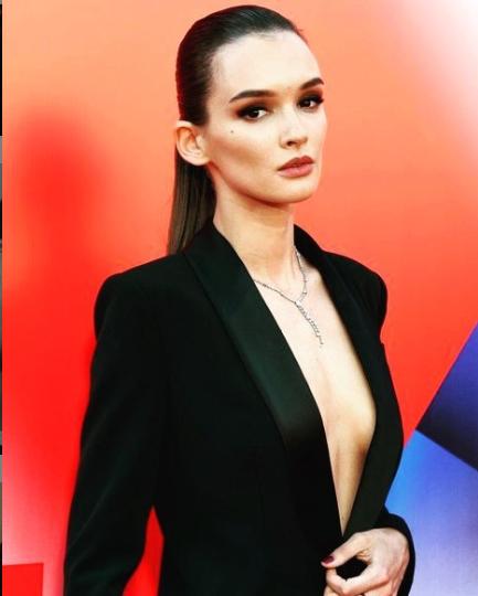 Паулина Андреева засветила грудь