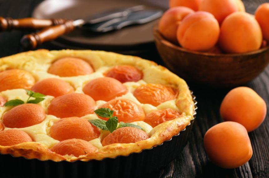 Рецепт найсмачнішого пирога з абрикосами на кефірі