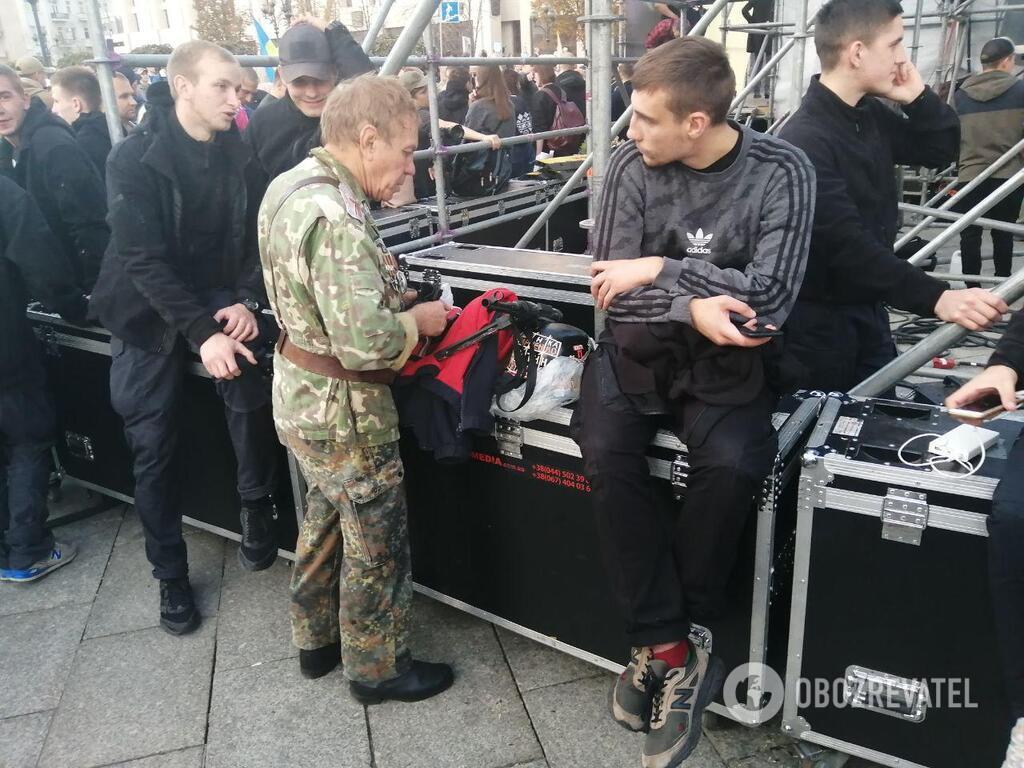 На Майдані помічений автомат