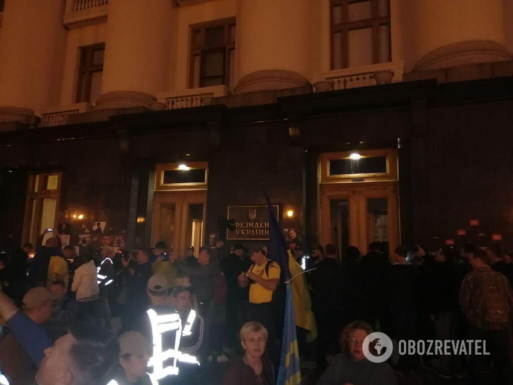 Протести під Офісом президента