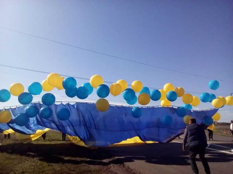 Над Донецьком запустили прапор України
