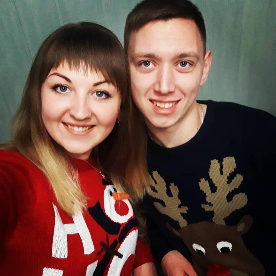 Микола з нареченою Ганною. Молоді люди відклали весілля, щоб поїхати на заробітки до ЄС