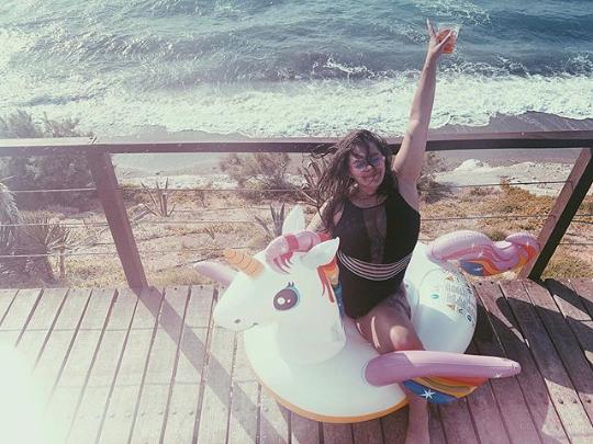 Александра Зарицкая в откровенном купальнике