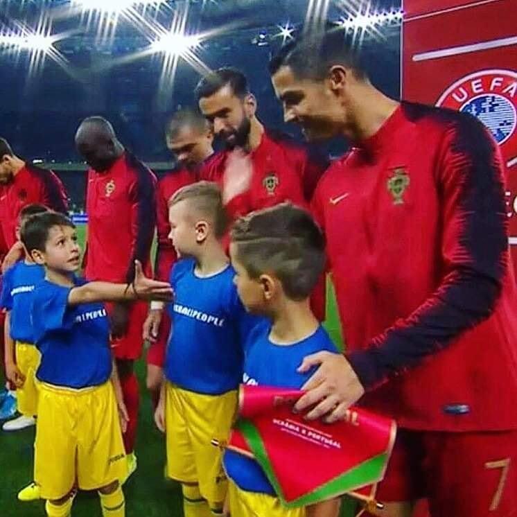 """""""Россия – враг"""": Роналду исполнил мечту 8-летнего сына защитника Украины"""