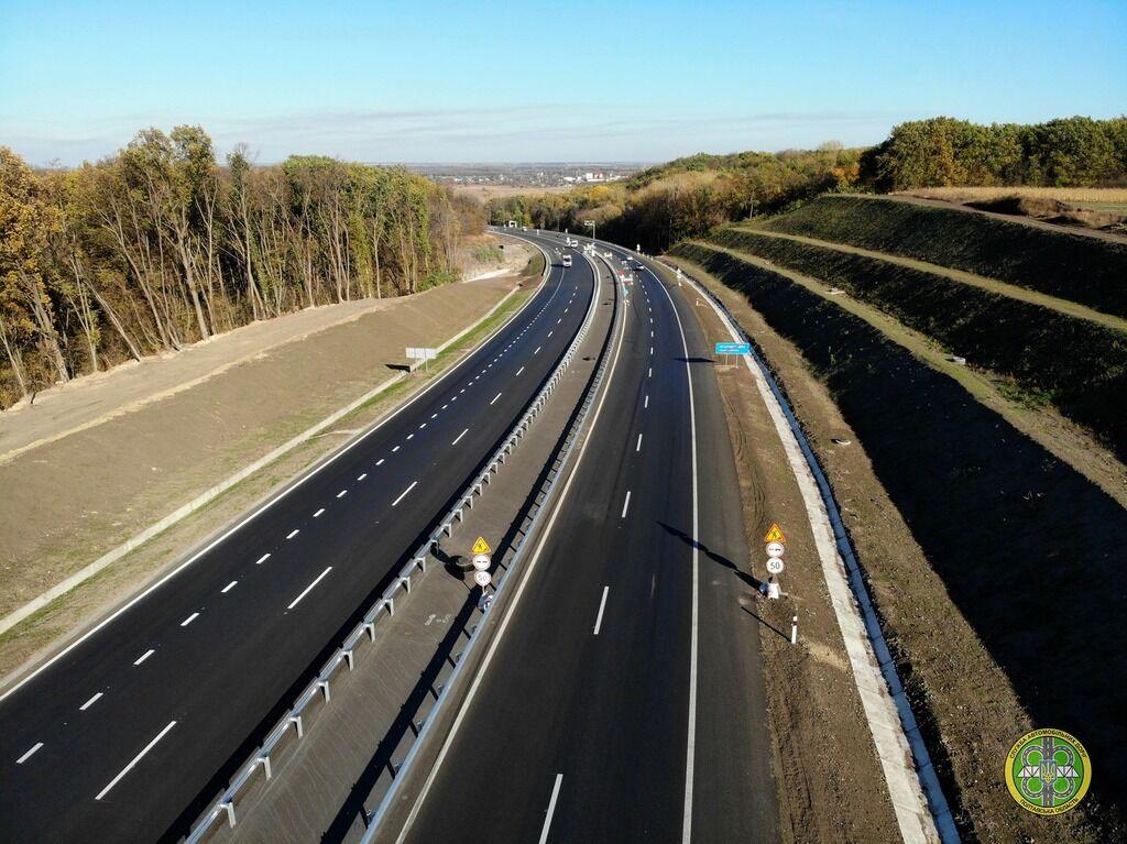Українські дорожники похвалилися зразковим ремонтом дороги: з'явилися приголомшливі фото