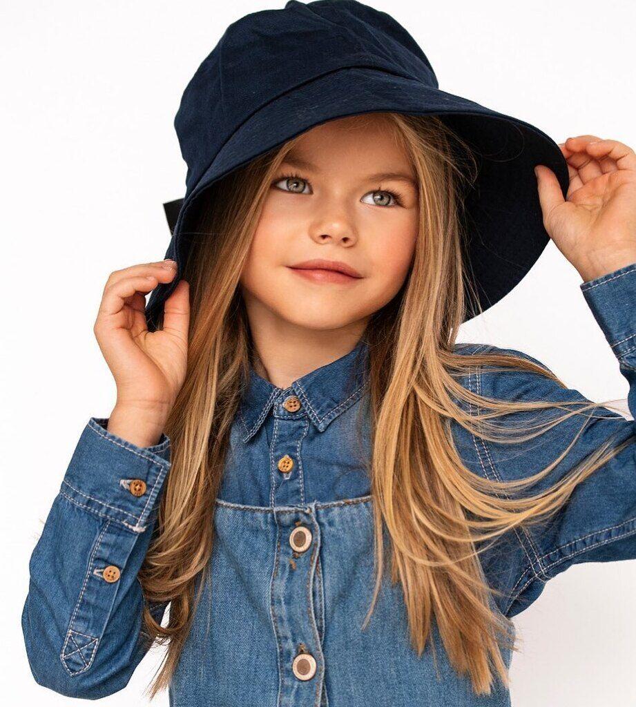 Алина Якупова в шляпе