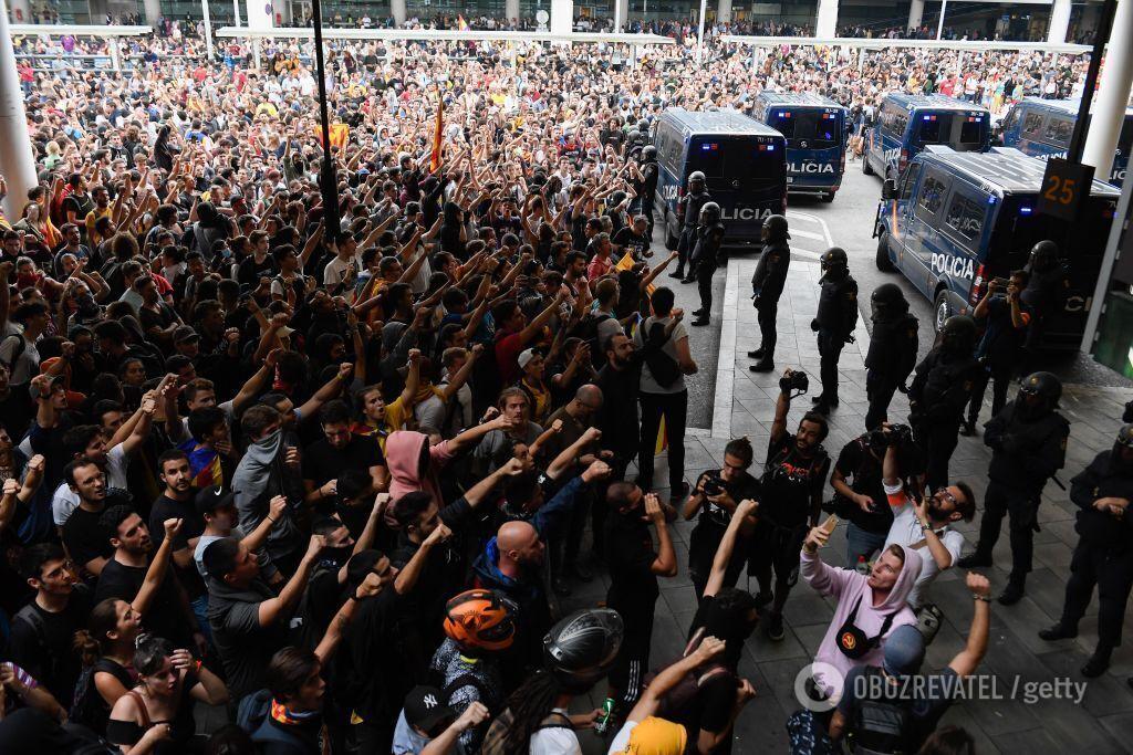 Барселону охватили массовые протесты