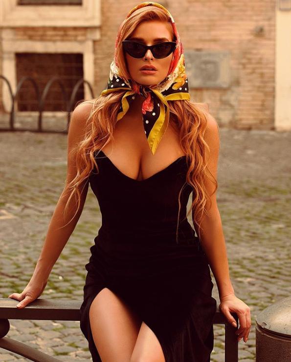 Тетяна Котова блиснула грудьми в сукні