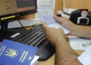 Відбирають виплати у тих, хто залишився на окупованій території Донбасу
