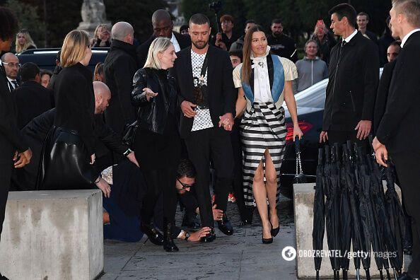Джастин Тимберлейк и Джессика Бил на модном показе в Париже
