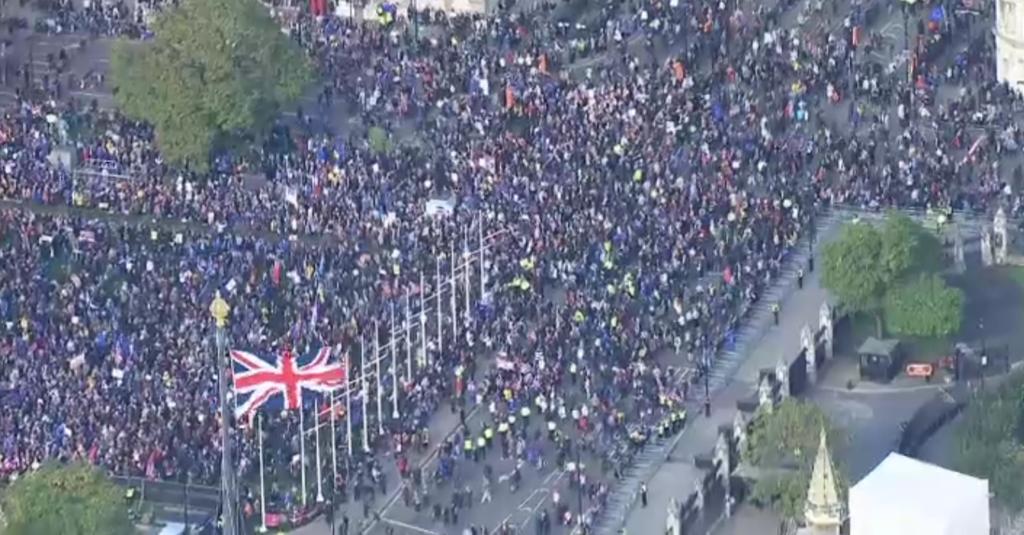 В Британии начался миллионный митинг против Brexit: впечатляющие кадры