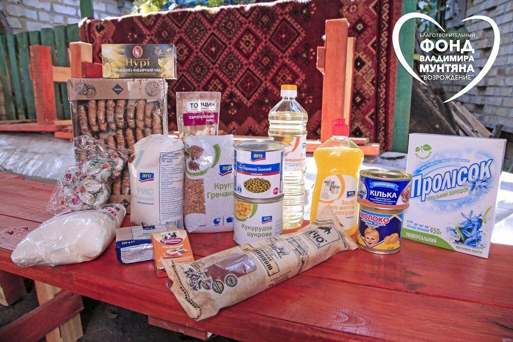 Фонд Мунтяна передал продукты жителям прифронтового поселка