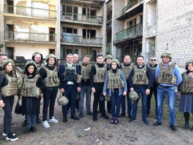 """Нардепы на выездном заседании в """"серой зоне"""""""