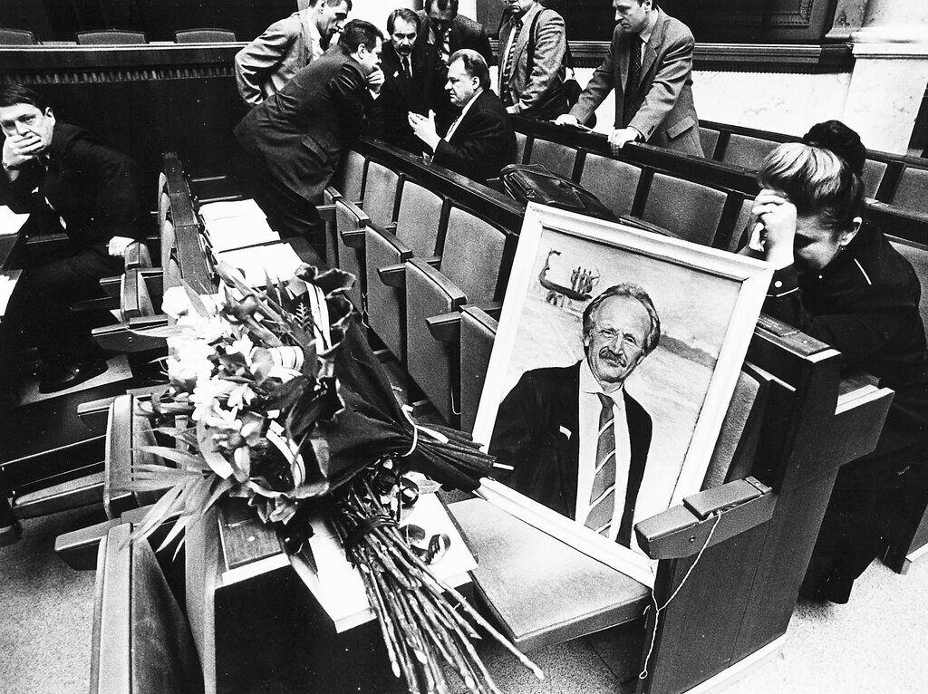 В'ячеслав Чорновіл загинув 25 березня 1999 року