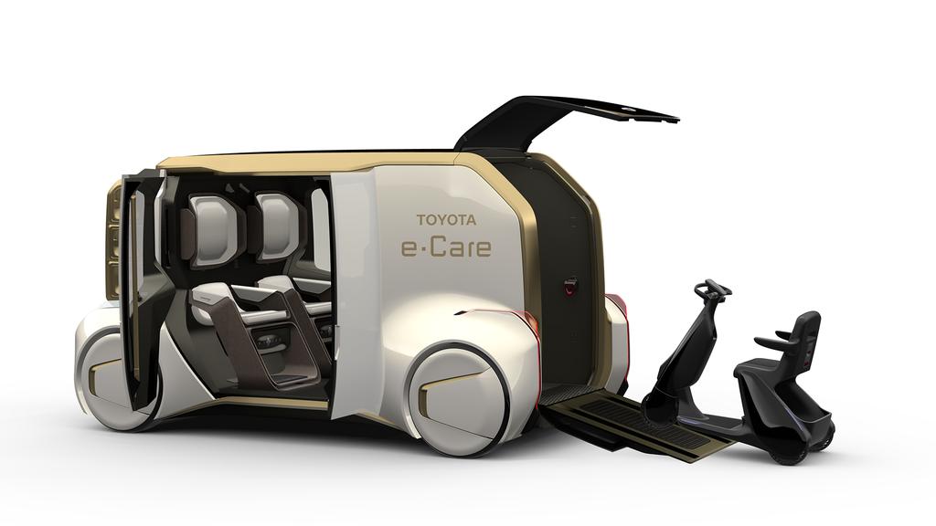 Toyota e-Care позволит получить консультацию врача даже в дороге
