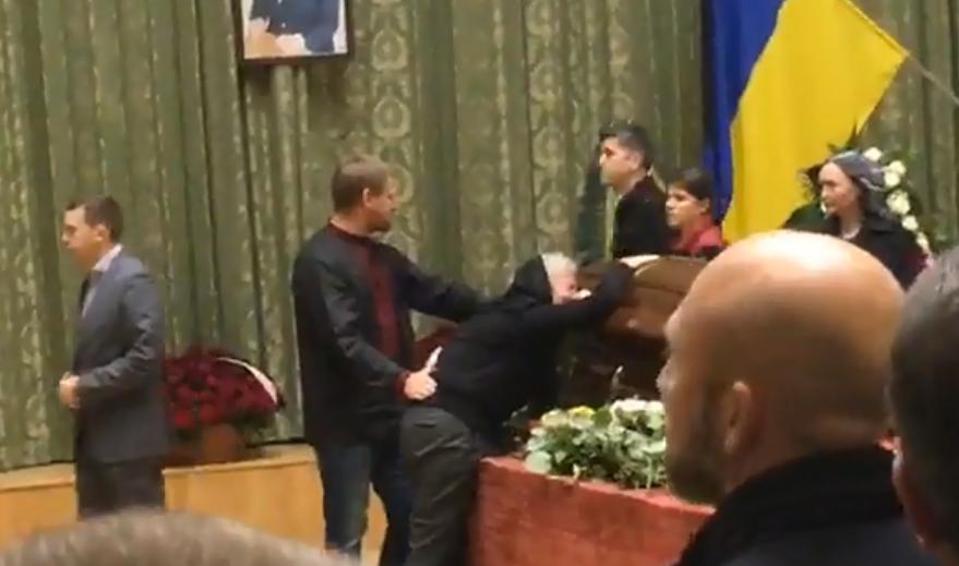 Церемонія прощання з Кутовим
