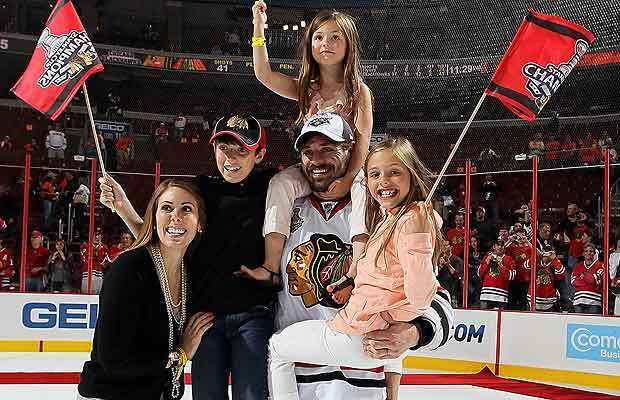 Брент Сопел с женой и детьми