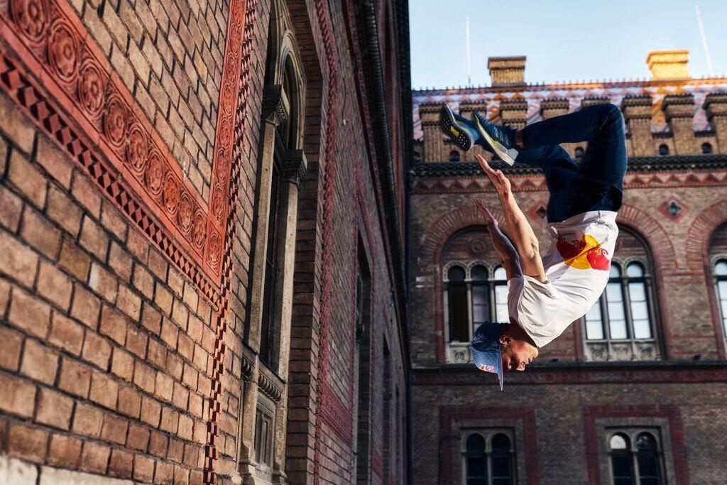 Александр Титаренко, спортсмен Red Bull показал трюки в Черновцах