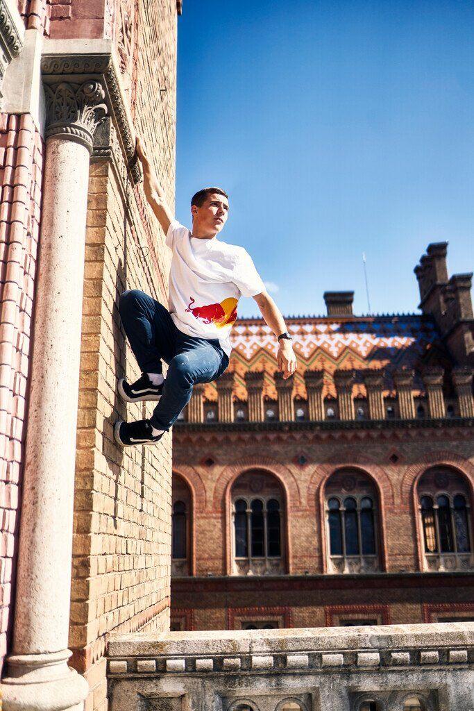 Александр Титаренко, спортсмен Red Bull показал трюки в Черновицком университете