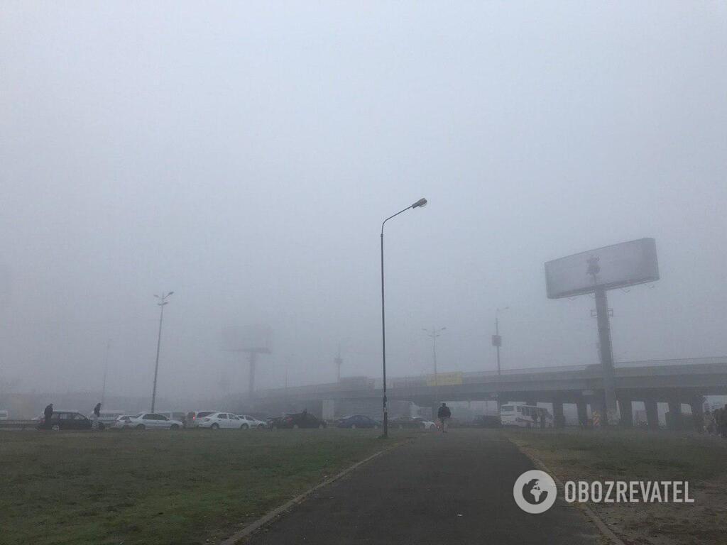 """Людям нічим дихати: як Київ """"потопає"""" в ядучому смозі"""