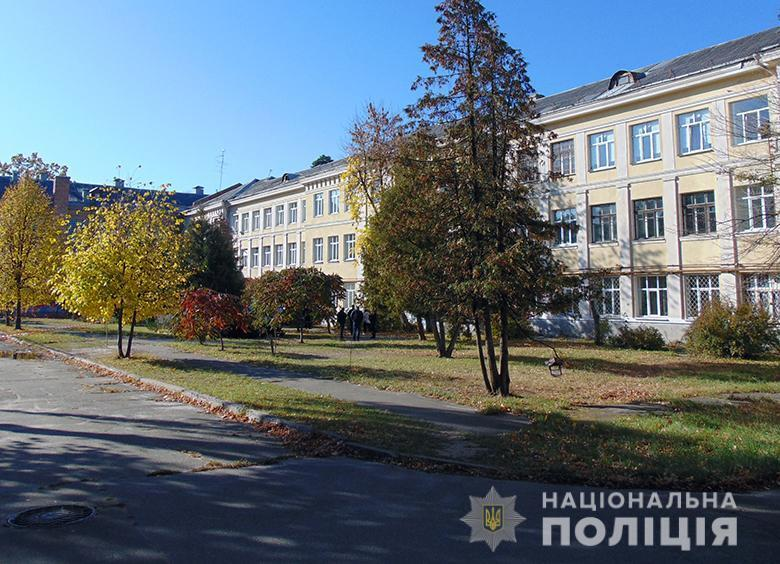 У Києві на території навчального закладу згвалтували студентку