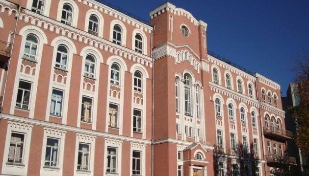 Олександрівська лікарня в Києві. Жінку доставили в інфекційне відділення