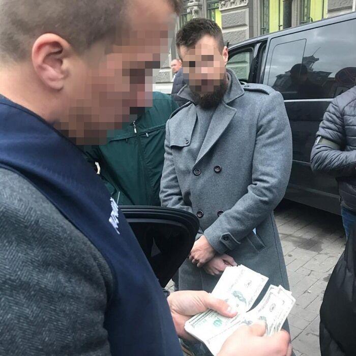 Чиновник НБУ требовал 50 тысяч долларов за лицензию