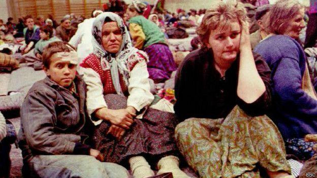 Депортированные из Сребреницы - в основном женщины и дети. Мужчин брали в плен и расстреливали