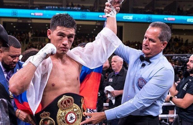 Боксер-чемпион обиделся на украинцев, освиставших его за флаг РФ
