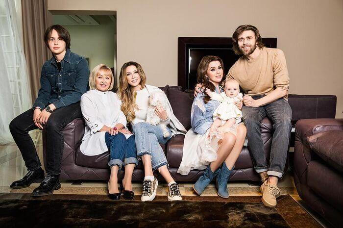 Анастасія Заворотнюк зі своєю сім'єю