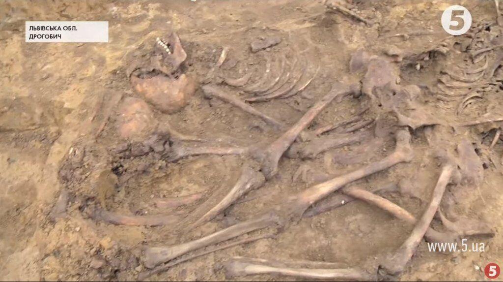 На Львовщине нашли останки 61 человека