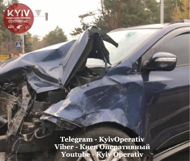 В Киеве в ДТП погиб человек, еще двое пострадали