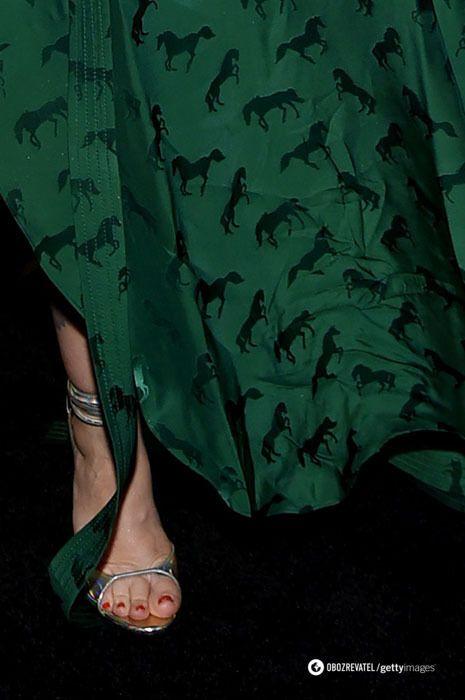 Знаменитість з'явилася у зім'ятій сукні