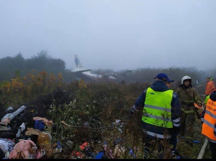Під Львовом, біля цвинтаря у Сокільниках, вранці 4 жовтня розбився літак Ан-12 авіакомпанії Ukraine Air Alliance