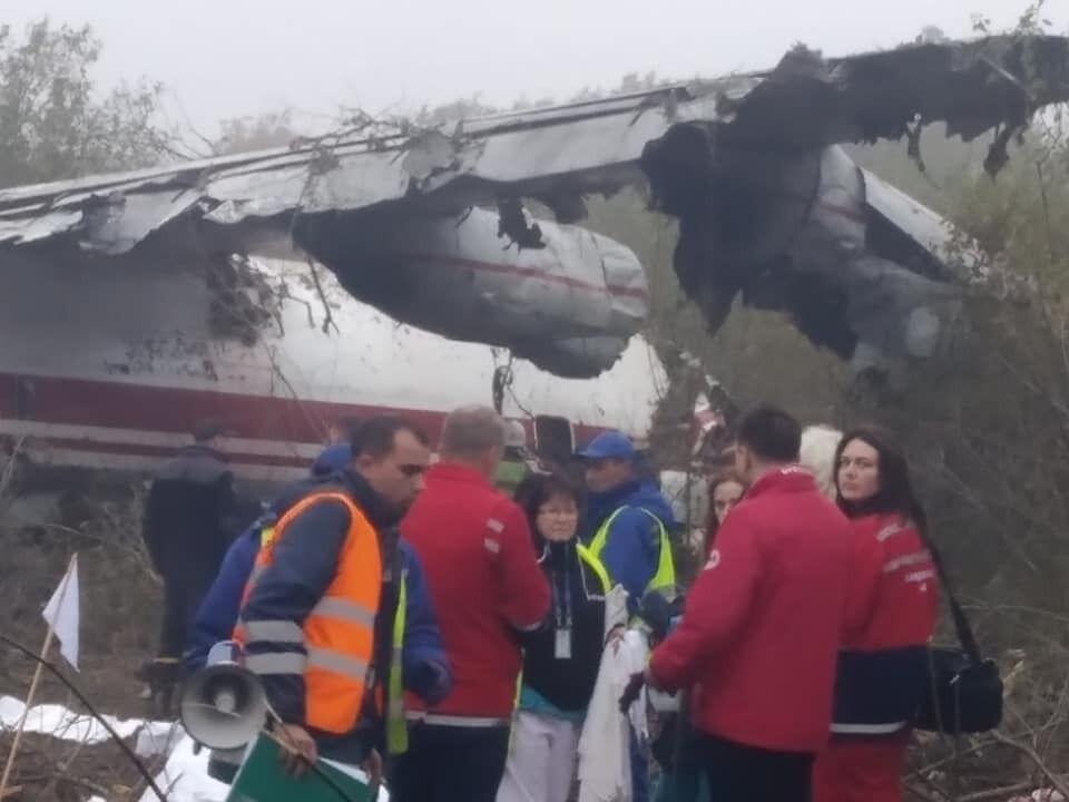 Под Львовом, у кладбища в Сокольниках, утром 4 октября разбился самолет Ан-12 авиакомпании Украины Аэроальянс