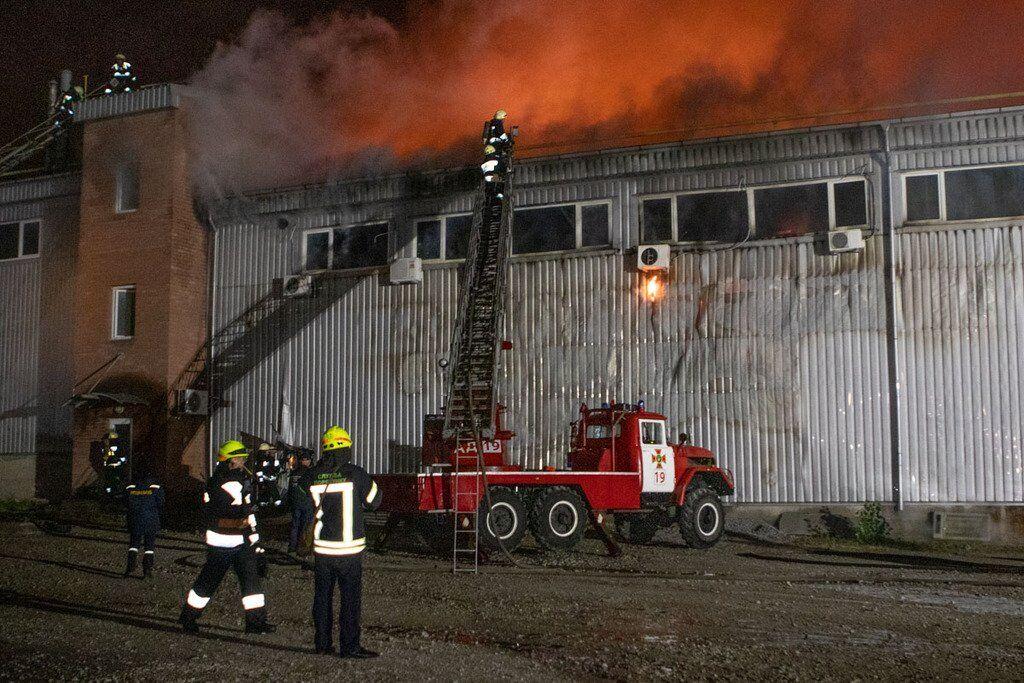 Дим накрив весь район: в Дніпрі сталася масштабна пожежа. Фото і відео