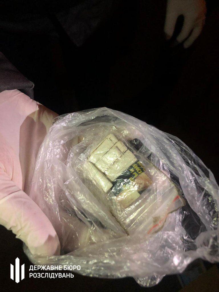 Поліцейський продавав наркотики