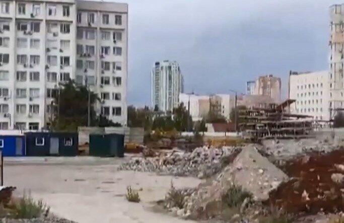 Уламки Шулявського мосту на будівництві