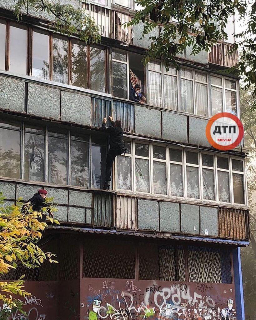 Загорелась квартира на втором этаже