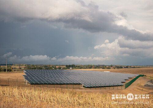 Установленные на участке станции солнечные панели