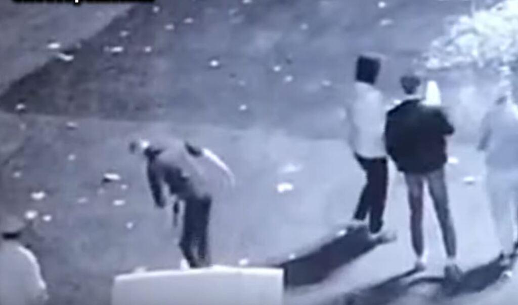 На Одесщине парень вытер ноги о флаг Украины
