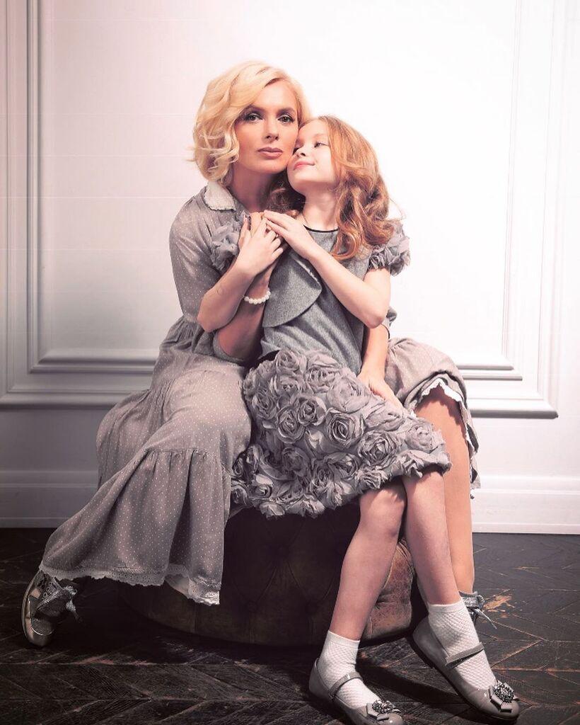 Марія Порошина з дочкою